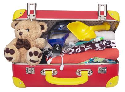 Kinder packen ihren Koffer